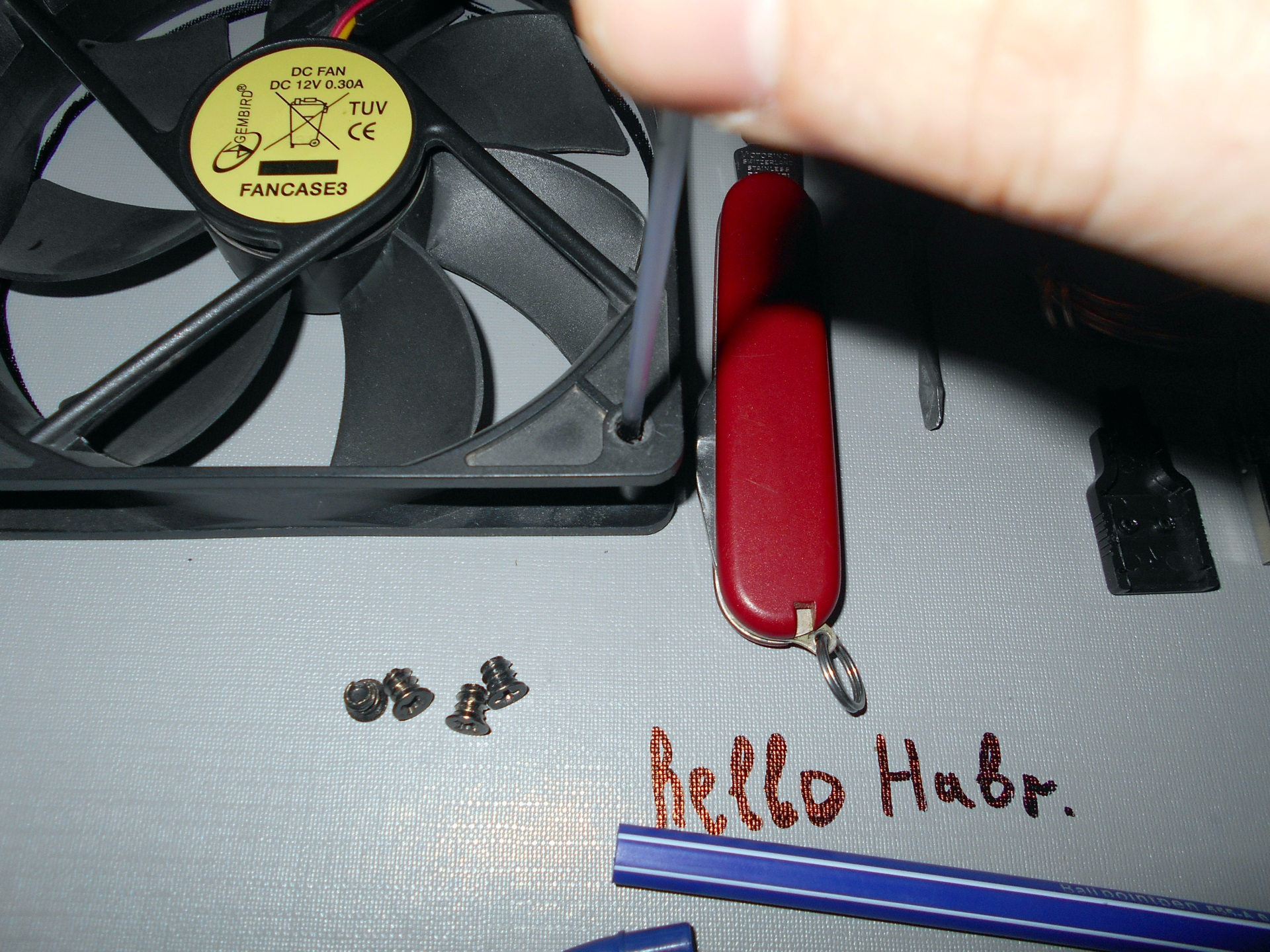 Простая охлаждающая подставка для ноутбука своими руками