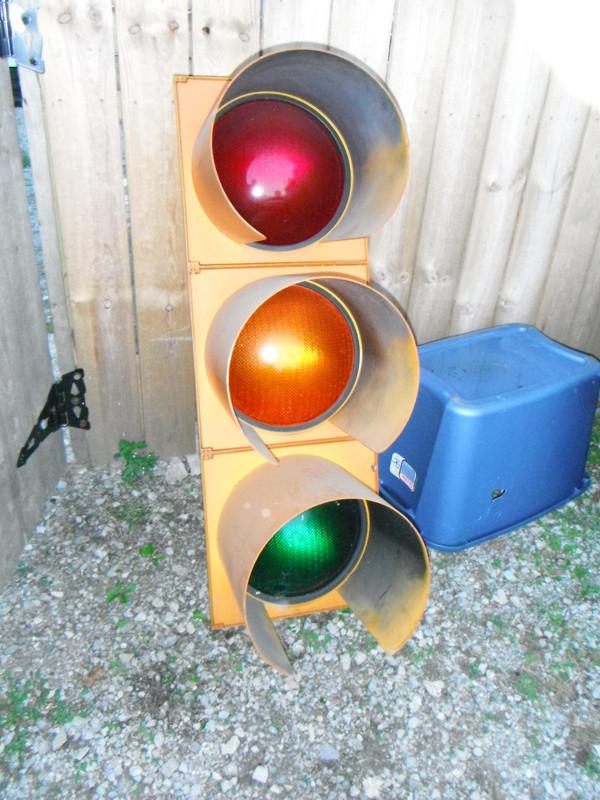 Как сделать светофор своими руками для детского сада на улицу