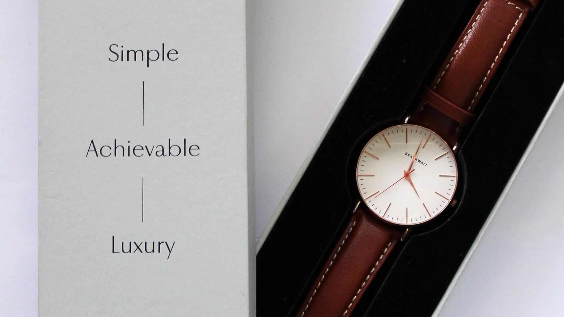 Часы девушке в подарок
