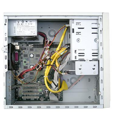 Вид системного блока Эльбрус‑90микро вконструктиве «башня» соснятой боковиной