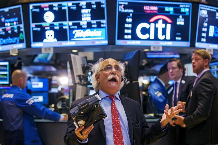 Брокер в торговом зале NASDAQ