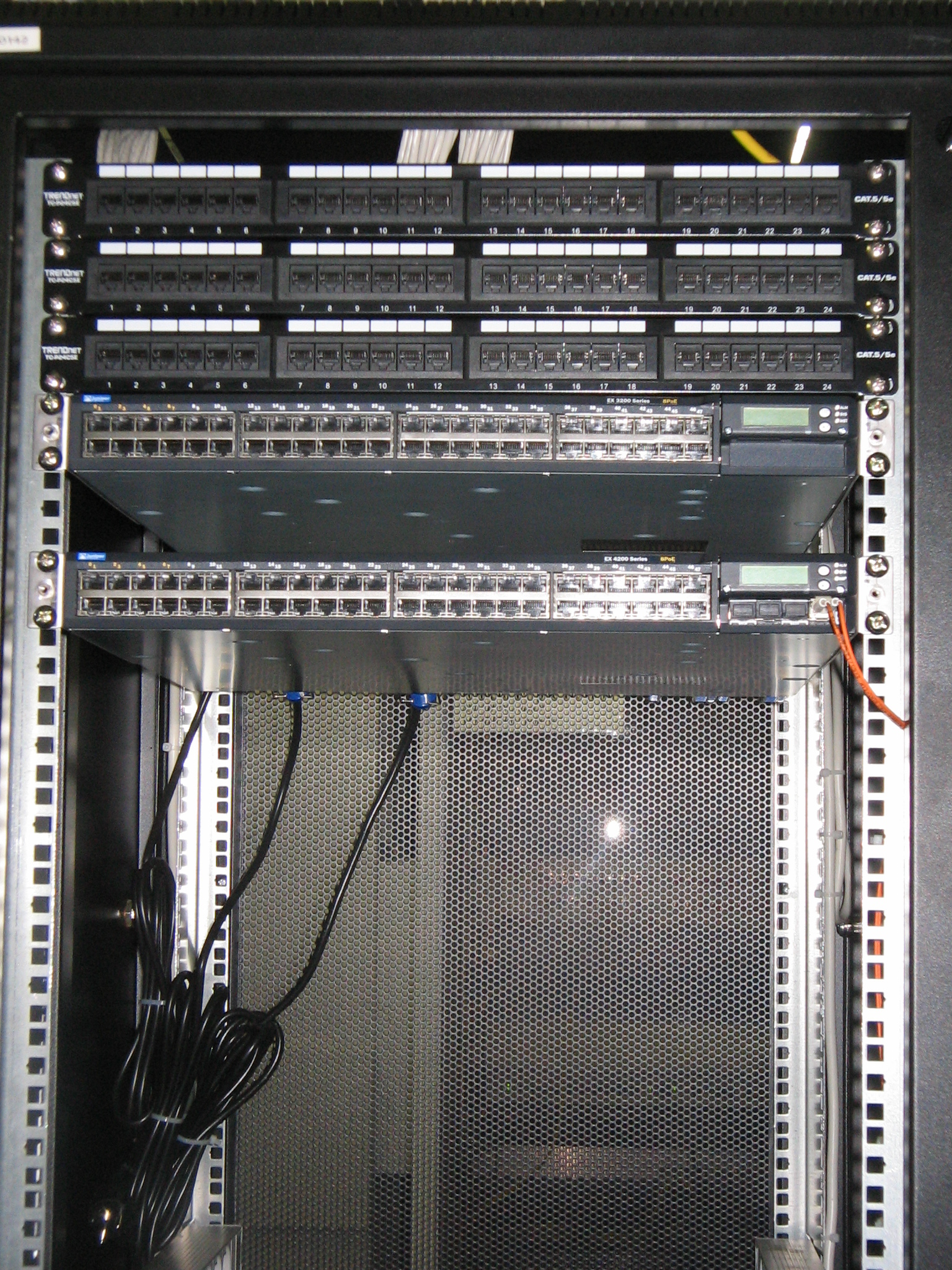 Juniper EX2200, EX4200