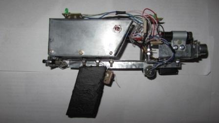 Лазерный пистолет с фокусировкой двух лазеров