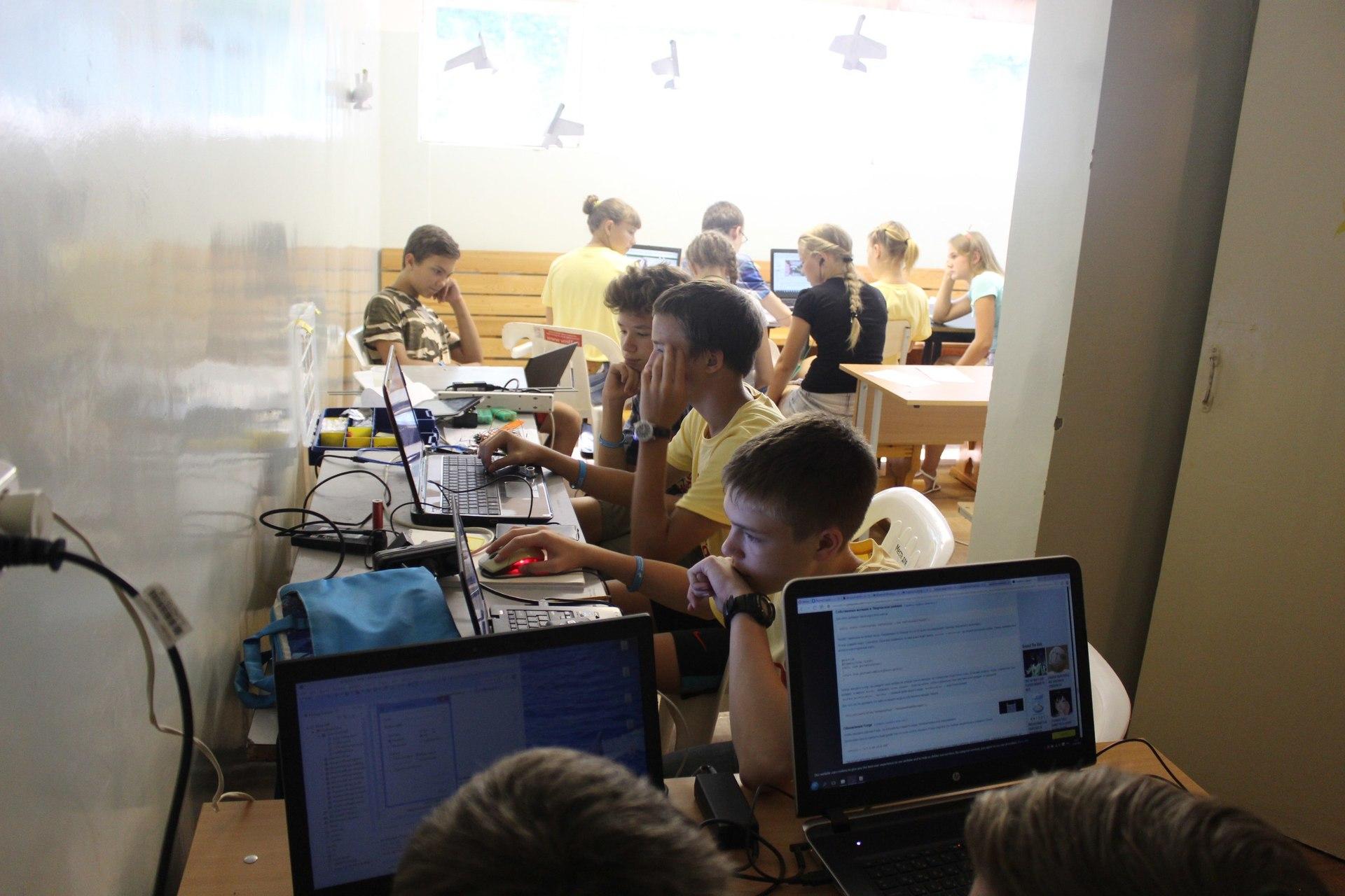 Раздаем железки для организации детских кружков робототехники