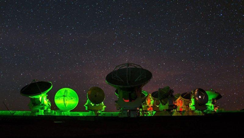 Первый снимок черной дыры может примирить теорию относительности и квантовую физику