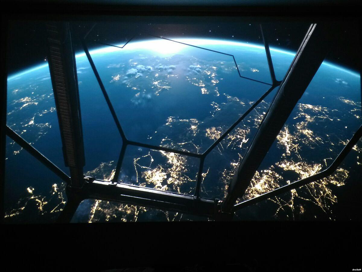 Планета из элиты ночью на проекторе