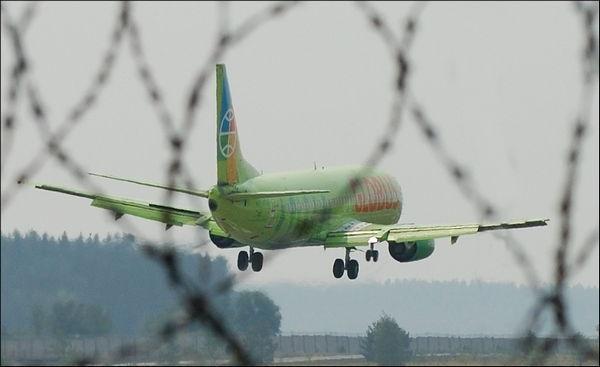 Боинг-737. Работает левый элерон-интерцептор для ликвидации правого крена