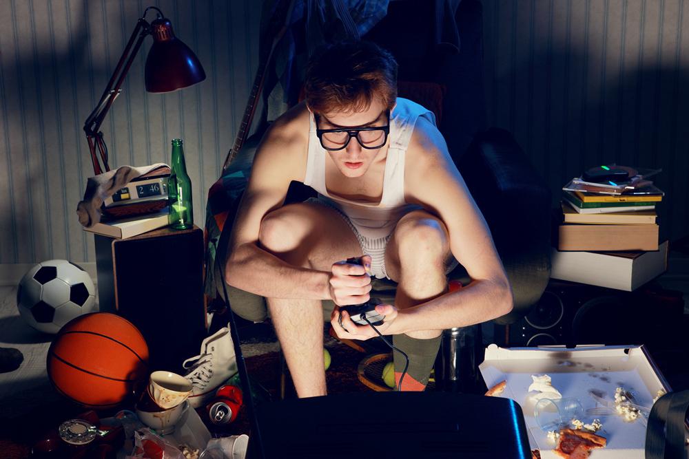 Порно онлайн парня битье по яйцам