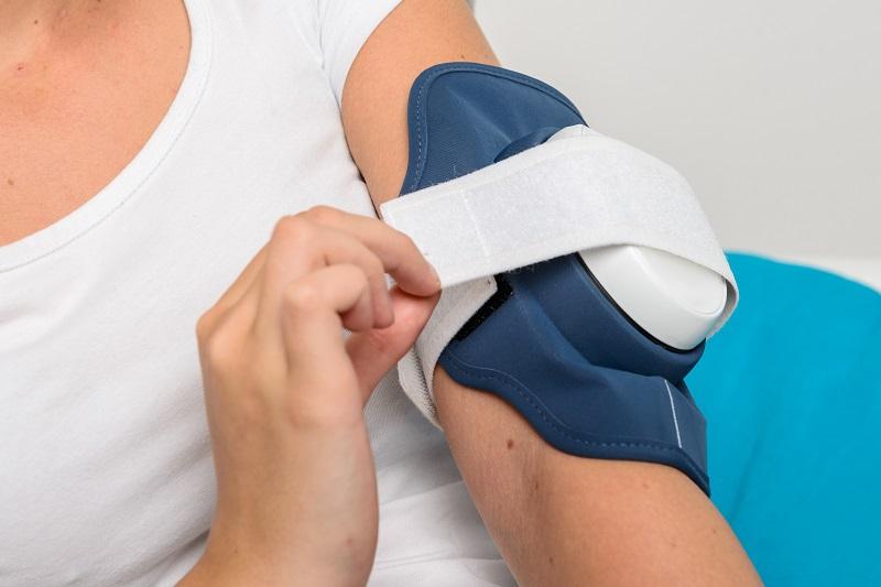 Philips представил носимый гаджет, который снимает симптомы псориаза светом