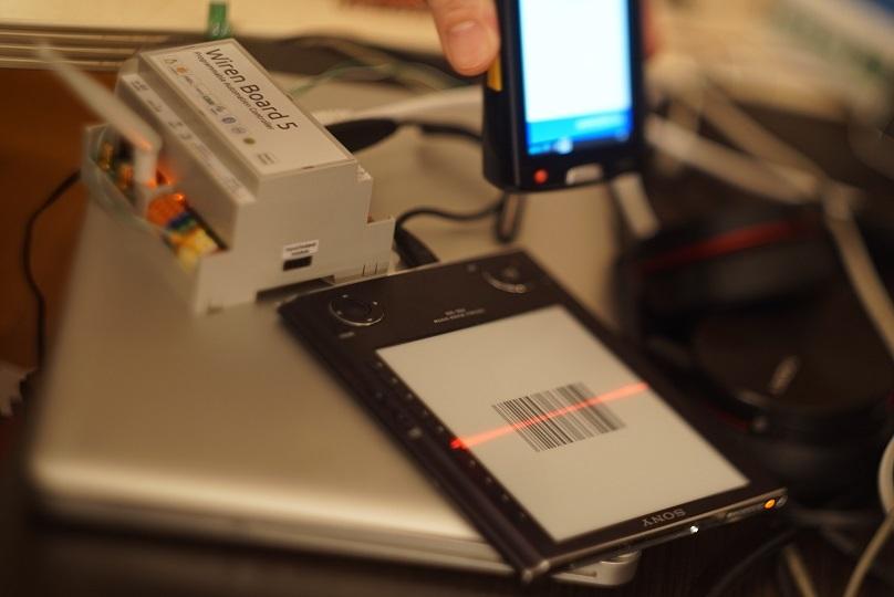 Электронные чернила для Wirenboard 5 или рисуем штрихкоды на Go