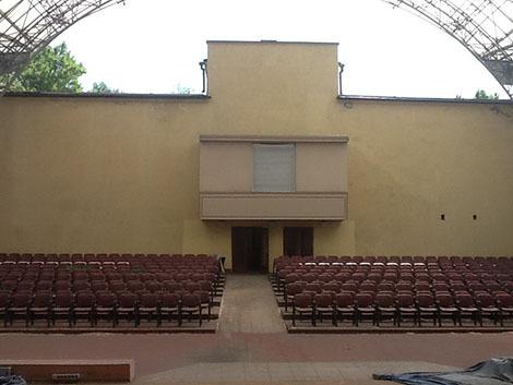 Картинка 2. Вид со сцены на зал