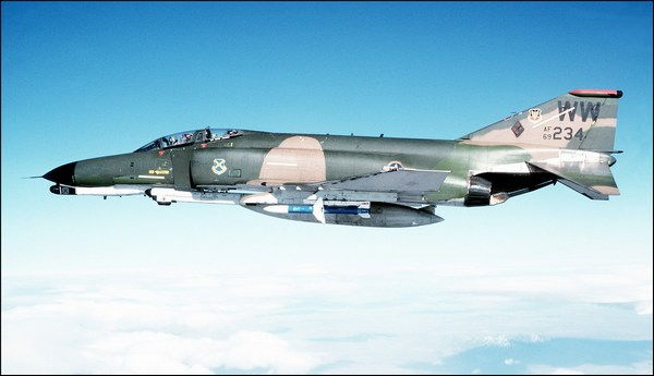 Самолет F-4 Phantom