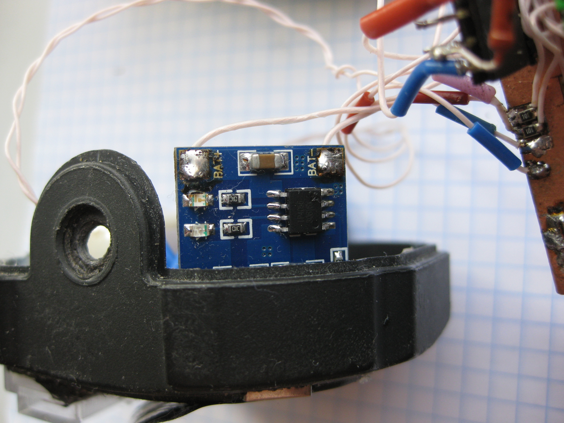 схема автомата разрядки аккумуляторных батарей