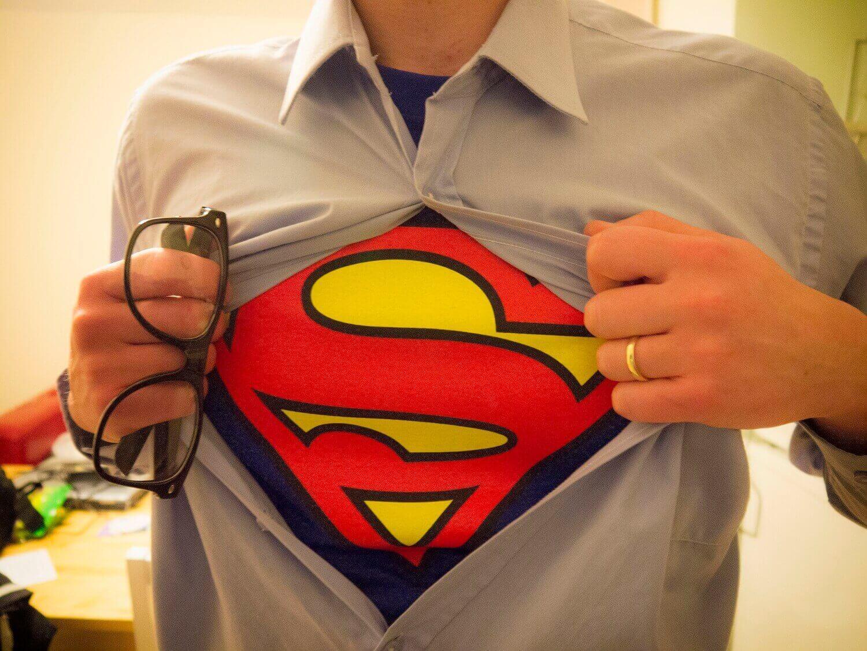 Настоящий герой в мире программирования: кто он?