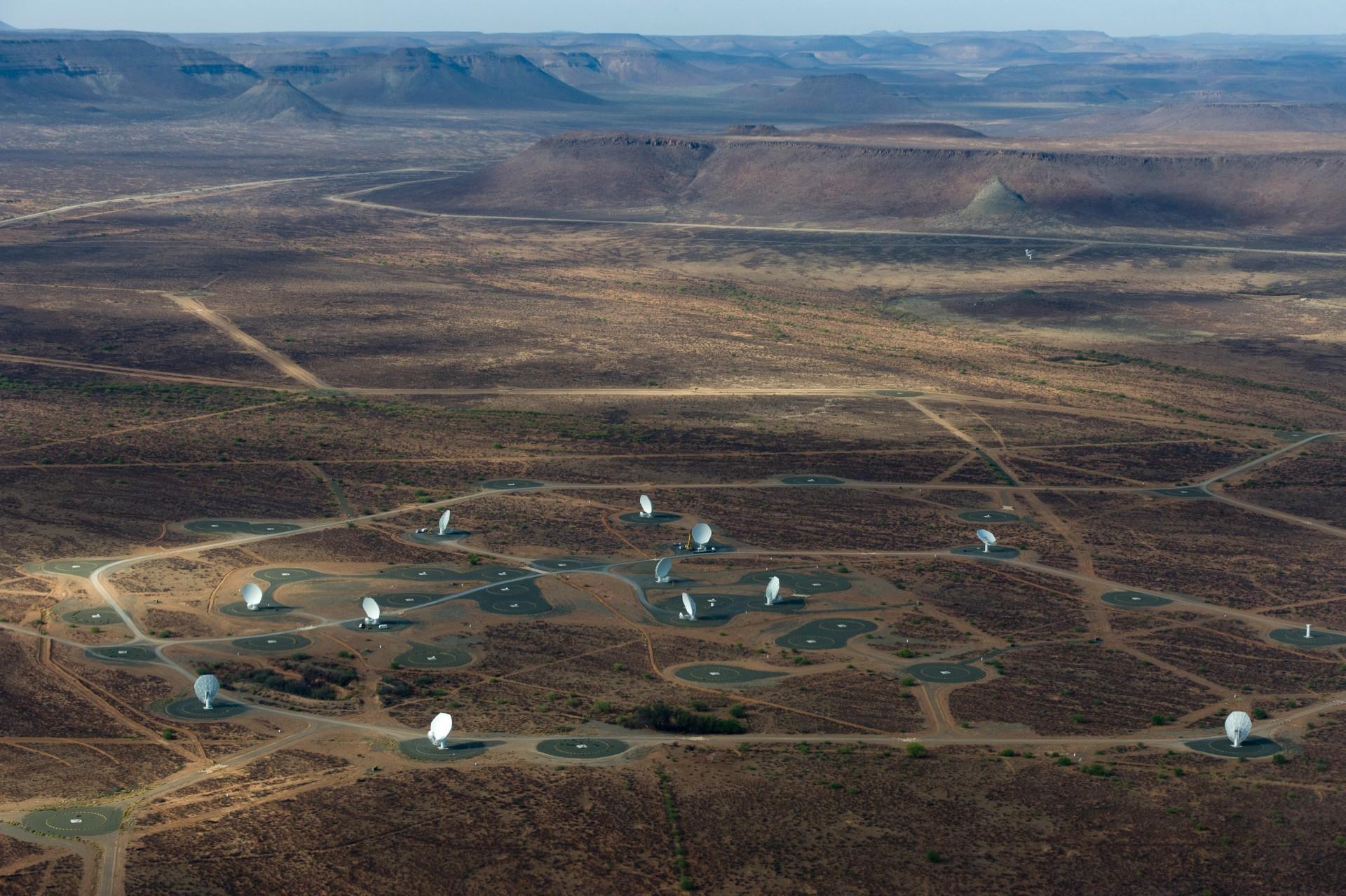 Крупнейший радиотелескоп MeerKAT запустили в тестовом режиме на четверть мощности