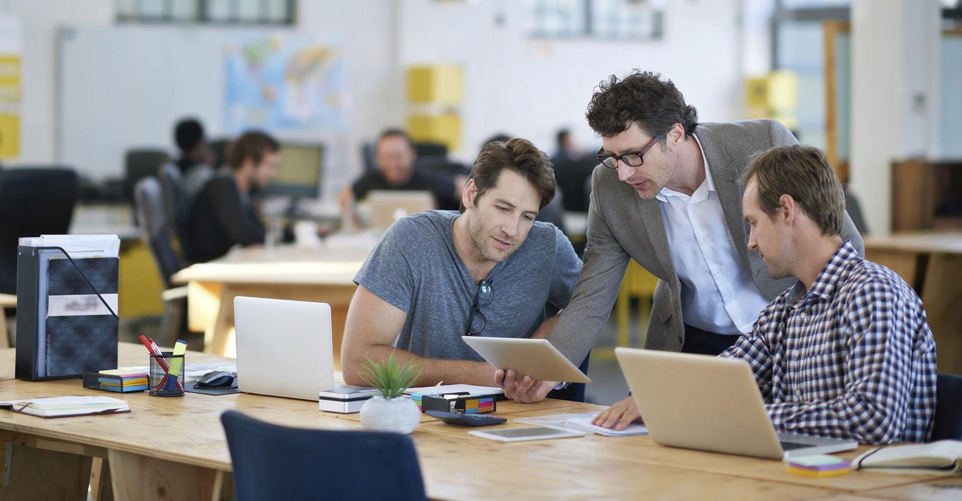 Как централизованно и удаленно устанавливать ПО на ПК и мобильные устройства в компании