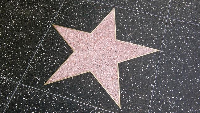 Известные голливудские режиссеры и продюсеры инвестировали в сервис для просмотра фильмов дома в день премьеры