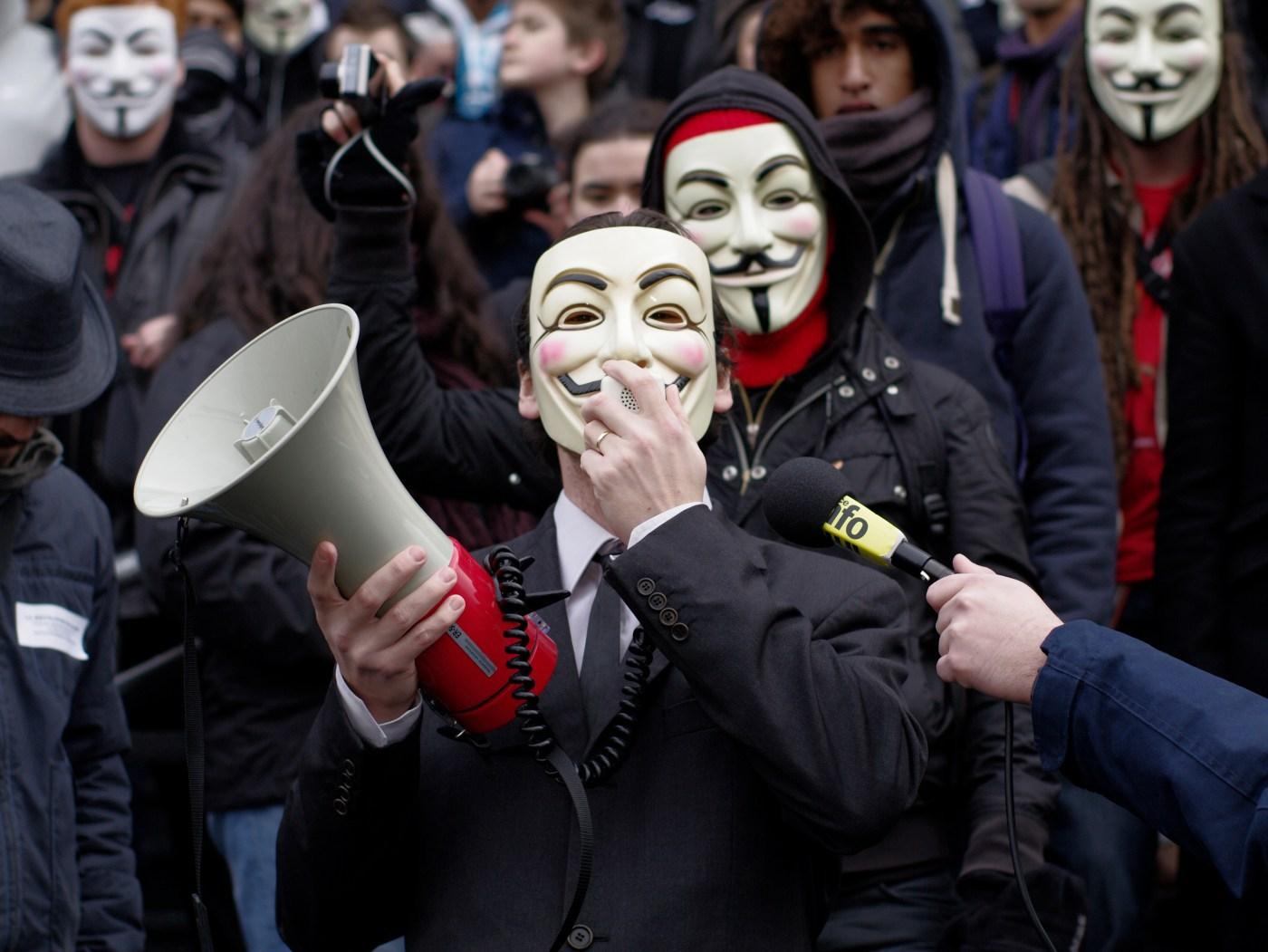 """Anonymous слил большой список паролей, кредитных карт, а также фильм """"The i ..."""