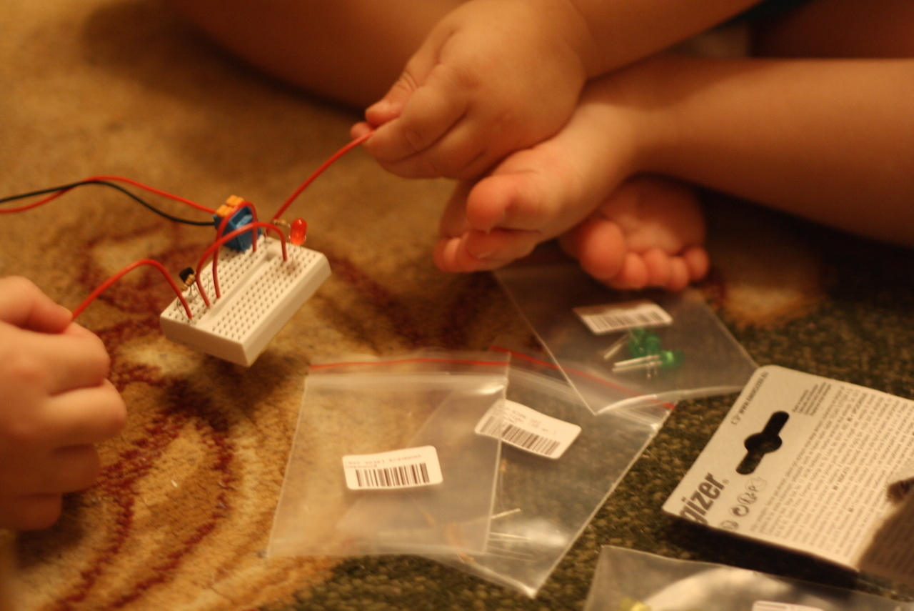 Как у папы: подборка «взрослых» детских гаджетов для умных хобби
