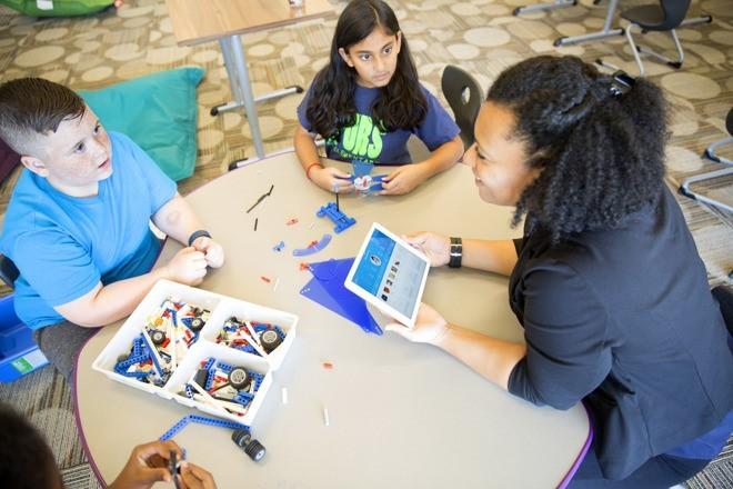 Watson Element — первое обучающее приложение IBM Watson для школьников