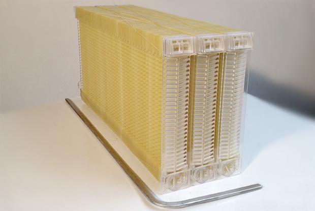 Как собрать мед: инновационная технология изготовления сот