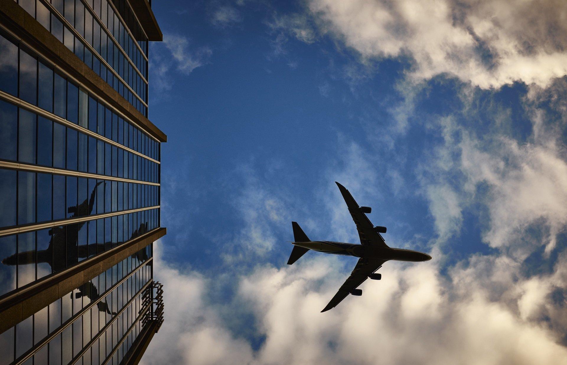 Как авиакомпании облегчают жизнь пассажирам при помощи SMS