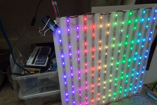 Проект за пару дней: большой дисплей из светодиодных лент