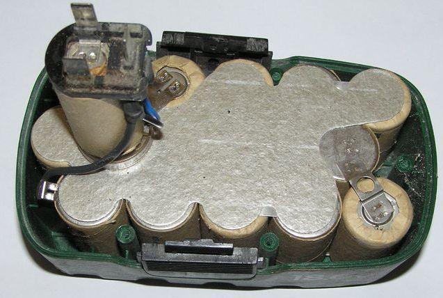 Как разрядить аккумулятор шуруповерта на 18 вольт 31