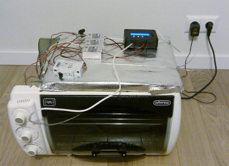 Home-made reflow oven converted from DeLonghi electric oven using ControLeo controller