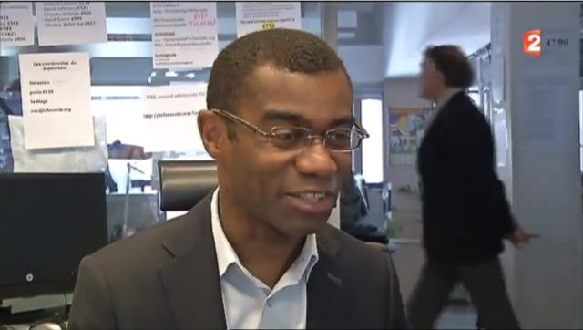 Французский телеканал был взломан после интервью сотрудника на фоне стикеров с паролями