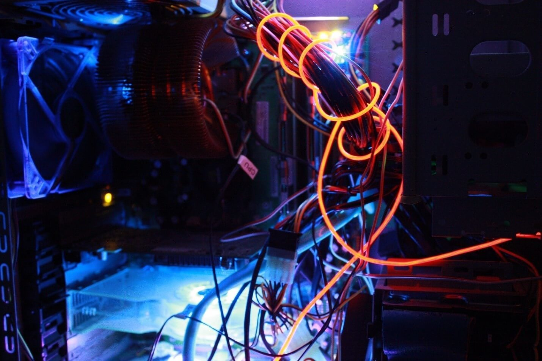 «В 100 000 раз быстрее»: ультракороткие световые импульсы в вычислительной технике