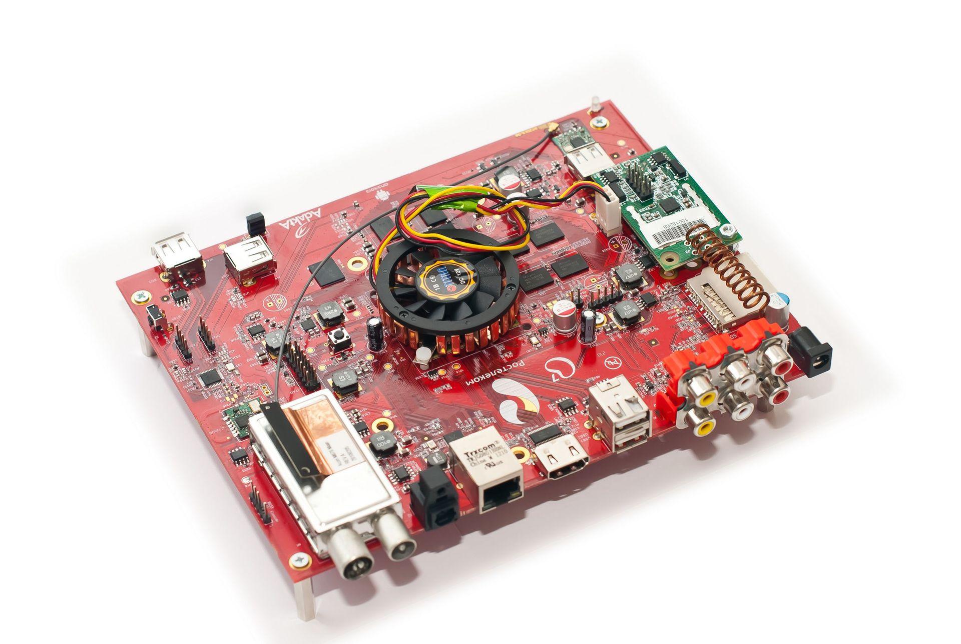 Ручной монтаж сложных плат на компонентах 0402, 0603, QFN, LQFP и THT