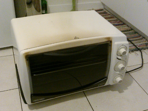DeLonghi electric oven before conversion to reflow oven