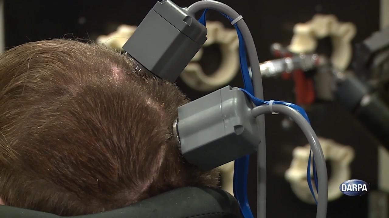 Создан человеческий мозговой имплантат для получения тактильных ощущений от механической руки