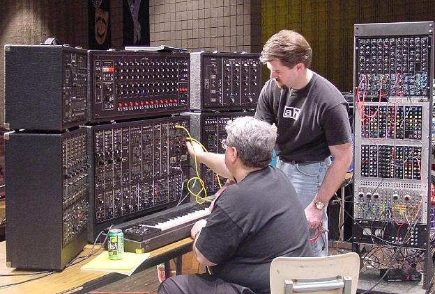 в этих синтезаторах