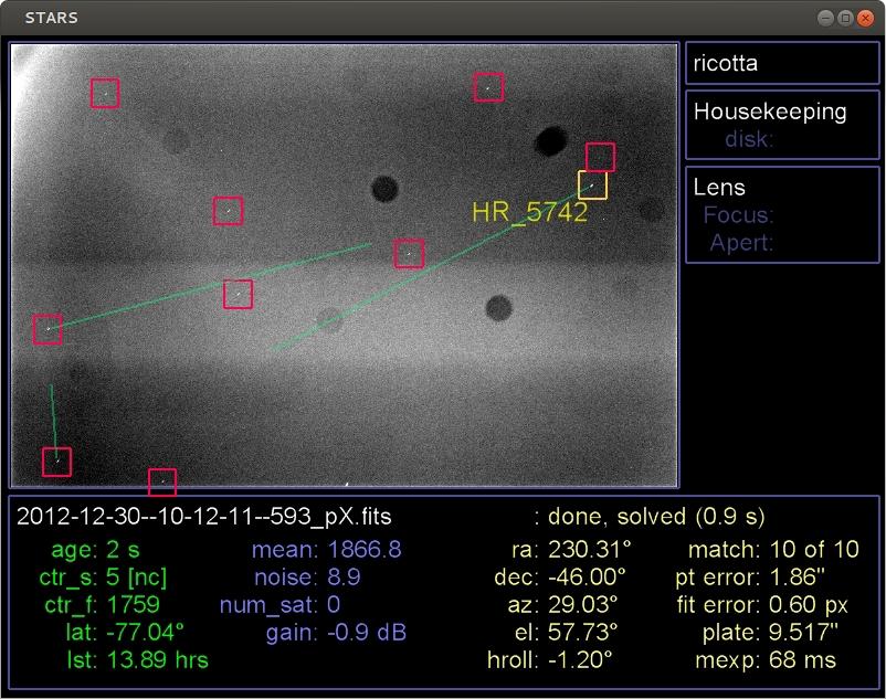 по взаимному положению звезд по данным каталога рассчитывается направление оси датчика