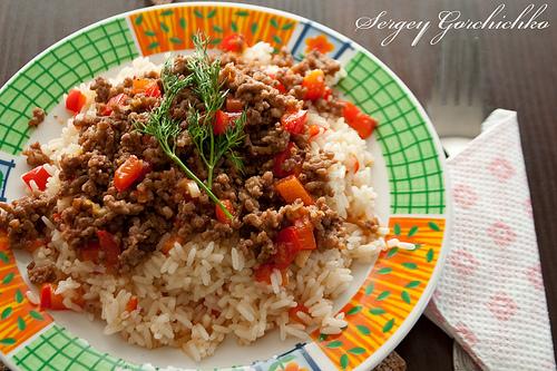 Рис с мясным соусом