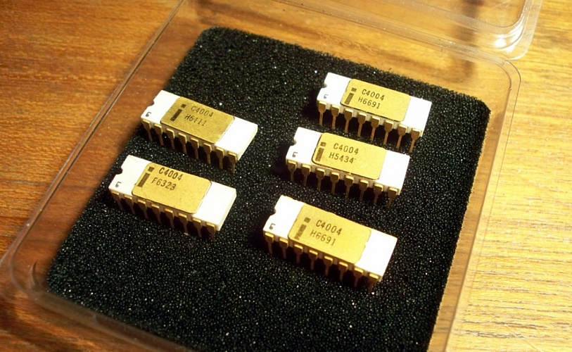 intel 4004 The intel 4004 is a 4-bit central processing unit (cpu) released by intel corporation in 1971 it was the first commercially available microprocessor by intel the chip design started in april 1970, when federico faggin joined intel, and it was completed under his leadership in january 1971.
