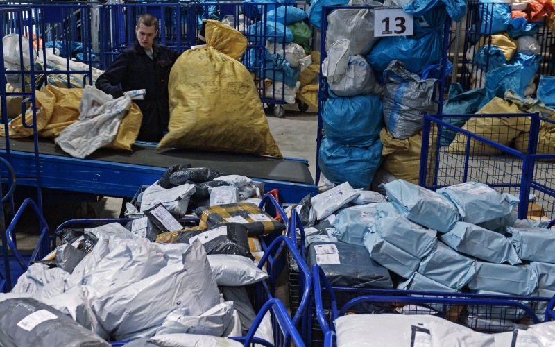 Доля «Почты России» на рынке доставки из интернет-магазинов в 2017 году  выросла с 62% до 67,5%. 9d51431c57e