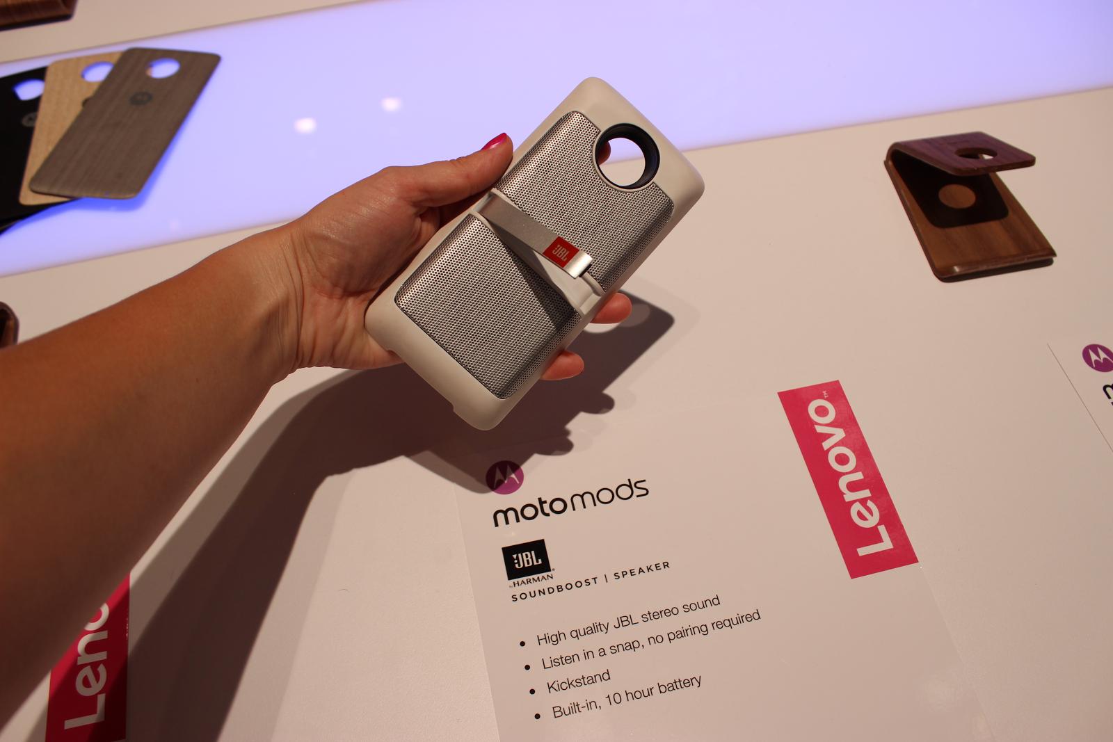 Moto Z Play — первый вгляд на модульный смартфон