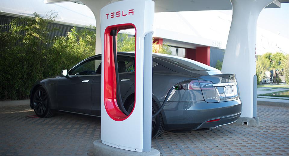 Официальная зарядная станция копании Tesla.