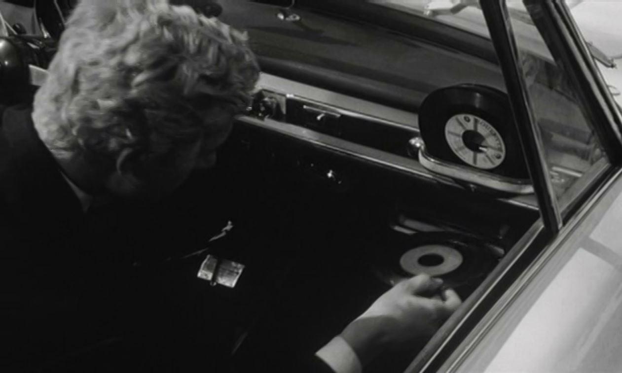 Highway Hi-Fi: первый в мире виниловый музыкальный центр для автомобиля от Chrysler