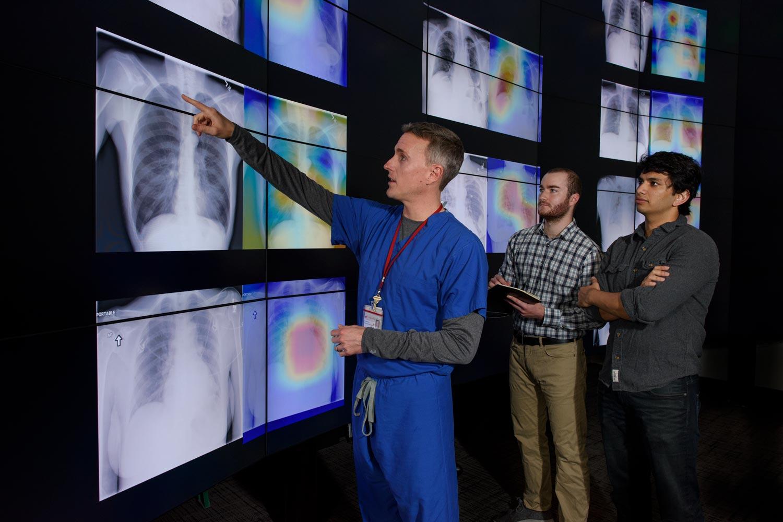 Нейросеть из Стэнфорда диагностирует пневмонию на рентгеновском снимке лучше, чем врачи