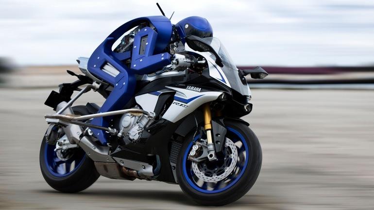 Yamaha показала возможности робота-мотогонщика