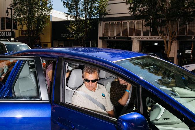 Почему электромобилей на дорогах все еще мало?