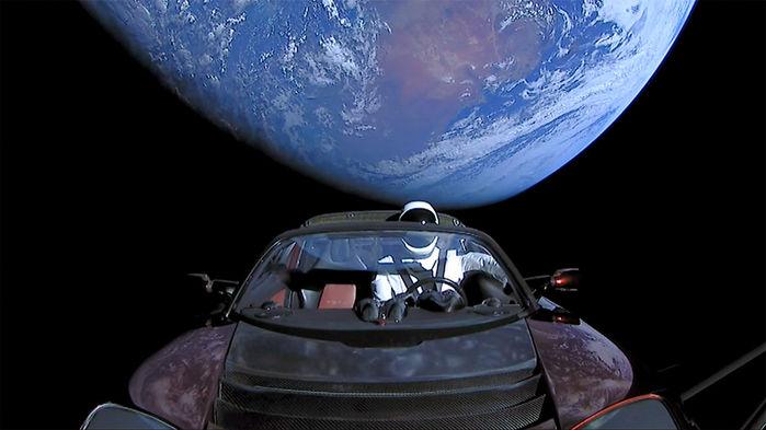 Вернется ли электромобиль Маска из космоса на Землю?