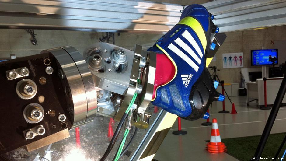 Adidas в следующем году начнёт продавать в Германии кроссовки, сделанные роботами