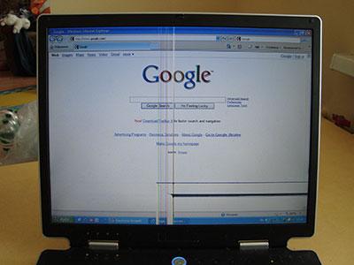 Вид сайта Google.com на поврежденном экране ноутбука ASUS M3. Здесь еще что-то можно рассмотреть.