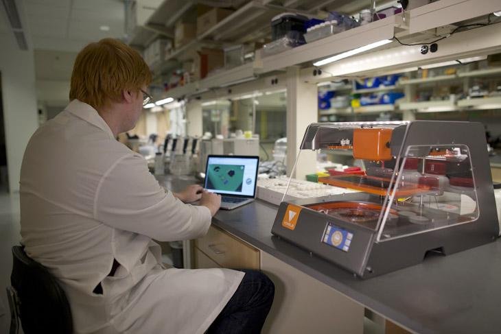 Принтер Voxel8 в лаборатории
