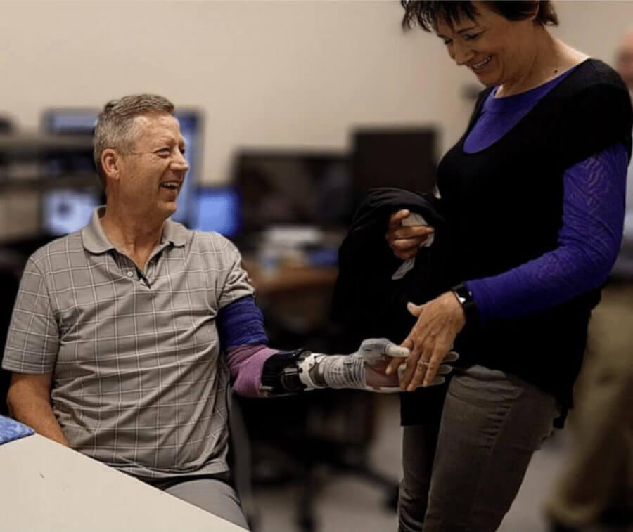 Контролируемый мыслью протез руки восстанавливающий 100 реалистичных тактильных ощущений. (Перевод)